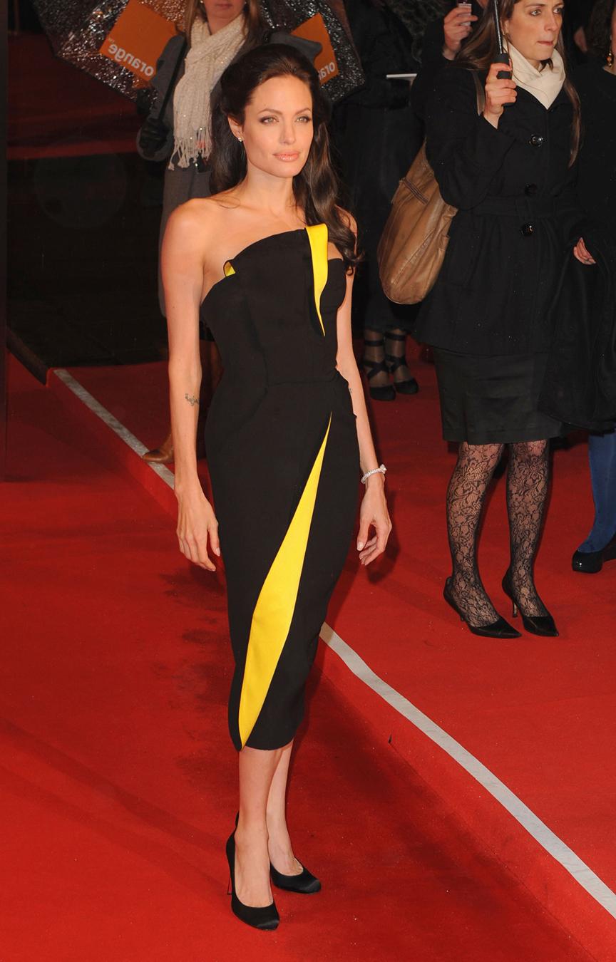 Thời trang Angelina Jolie qua hai thập niên - page 2