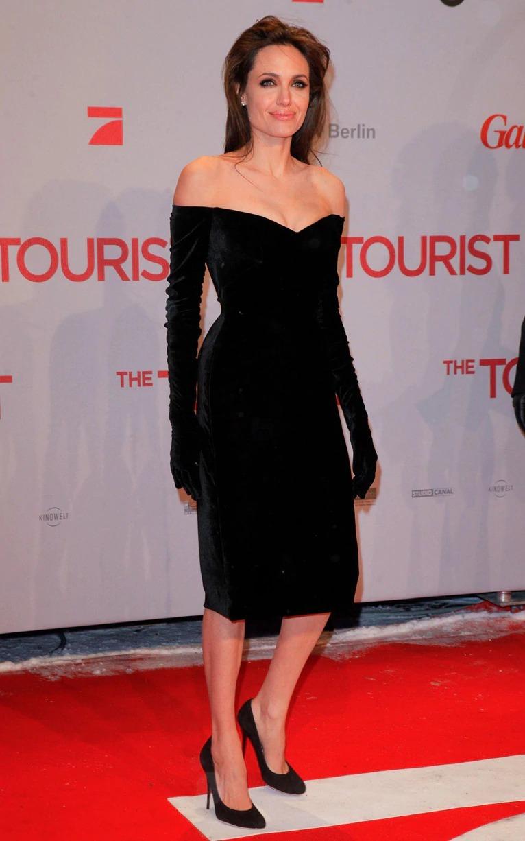 Thời trang Angelina Jolie qua hai thập niên - page 2 - 6