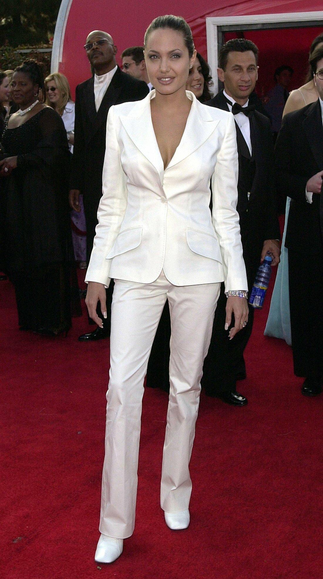 Thời trang Angelina Jolie qua hai thập niên - page 2 - 8