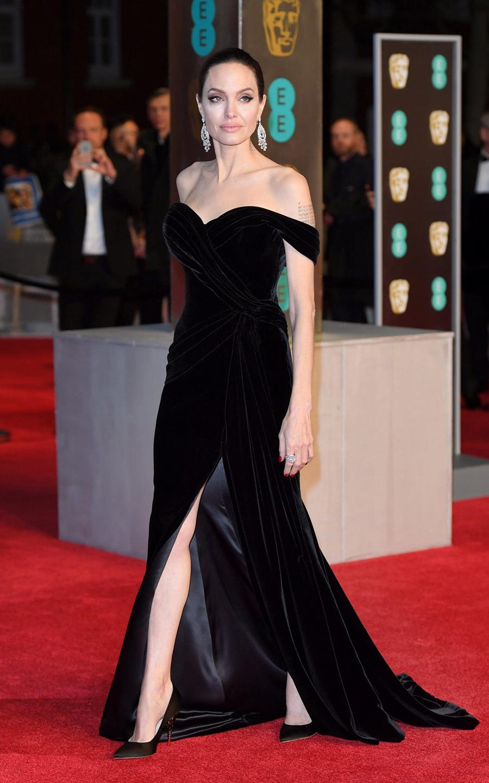 Tại lễ trao giải BAFTAs 2018, cô vào nhóm sao mặc đẹp với đầm Haute Couture của Ralph & Russo.