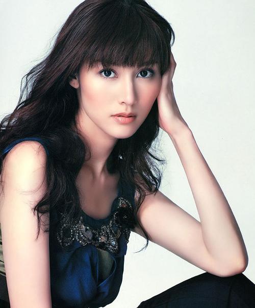 Thập niên 2000, Lý Gia Hân vẫn giữ vị trí mỹ nhân gốc Hoa hàng đầu.