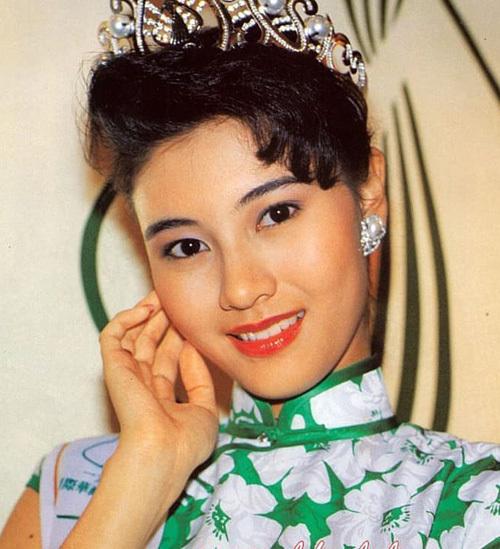 Theo Mingpao, bấy giờ, Lý Gia Hân được gọi là Ngọc trai phương Đông nhờ