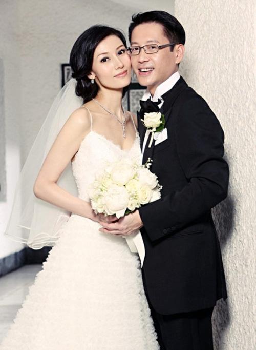 Năm 38 tuổi, Lý Gia Hân kết hôn cùng Hứa Tấn Hanh - con trai