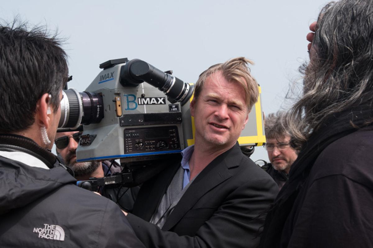 Christopher Nolan trên phim trường Dunkirk. Ảnh:Melinda Sue Gordon/ Warner Bros.