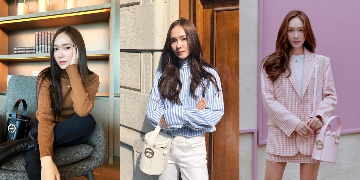 Ca sĩ Hàn lăng xê mẫu túi Poppy của Blanc & Eclare - thương hiệu do cô sáng lập. Đây cũng là BST túi xách đầu tiên hãnghợp tác sản xuất với Zalora -hãng thương mại điện tử, thời trang online hàng đầu châu Á.Thiết kế có form bucket bag, chế tác từ da cao cấp, gồm 6 màu (hồng, trắng, tím tử đinh hương, đen, nâu và nude). Tín đồ hàng hiệucó thể xách tay hoặc đeo chéo.