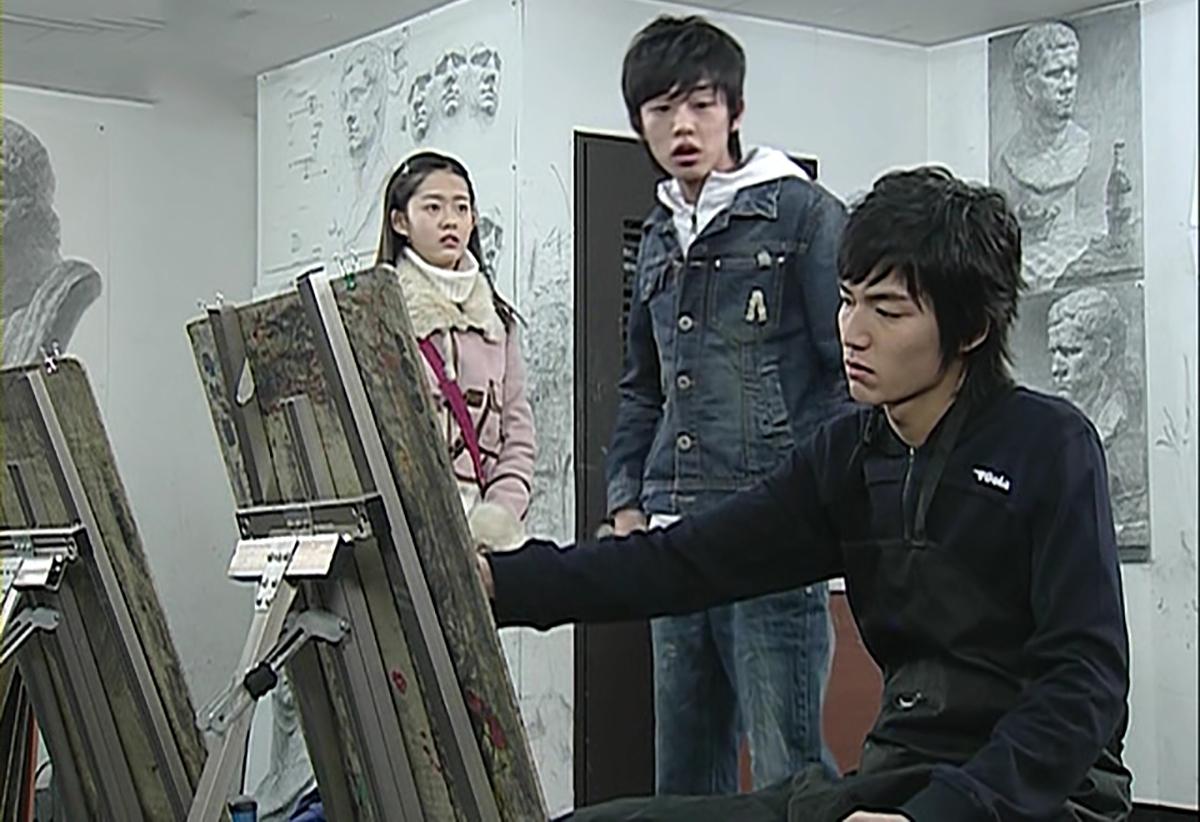 [Lee Min Ho cho biết ngay từ thời phổ thông, nhiều quản lý đã tìm đến anh nếu muốn trở thành nghệ sĩ. Ban đầu, anh bỏ ngoài tai những lời mời. Sau đó, dần quan tâm và tham dự một số buổi casting. Cuối cùng, anh nói với mẹ Mẹ, hôm nay con đã đi thử giọng. Thật sự rất thú vị. Anh ước mơ trở thành diễn viên tài năng như Sol Kyung Gu và Kim Su Ro.