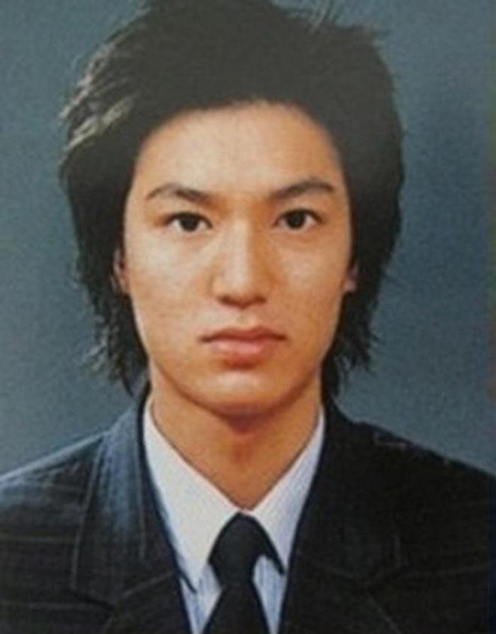 Lee Min Ho 14 tuổi. Nhưng cậu lại nhút nhát, không thích đứng trước đám đông. Vì chiều cao nổi bật, học giỏi, lại đẹp trai nên cậu được nhiều bạn gái trong trường mến mộ. Thậm chí, giữa họ cũng xảy ra tranh cãi vì một vài người trong số đó muốn giành được sự quan tâm đặc biệt của Lee Min Ho.