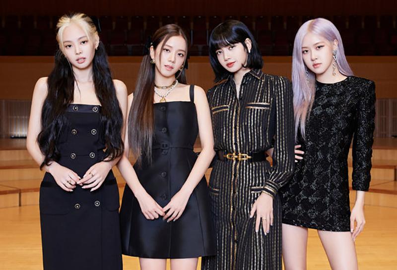 Từ trái qua: Jennie, Ji Soo, Lisa, Rose trong buổi họp báo toàn cầu trước giờ phát hành MV. Ảnh: Osen.