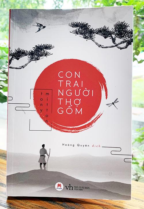 Tiểu thuyết đầu tay của Tony Mitton  Con trai người thợ gốm, ra mắt tại Anh 2017. Ảnh: NXB Văn học.