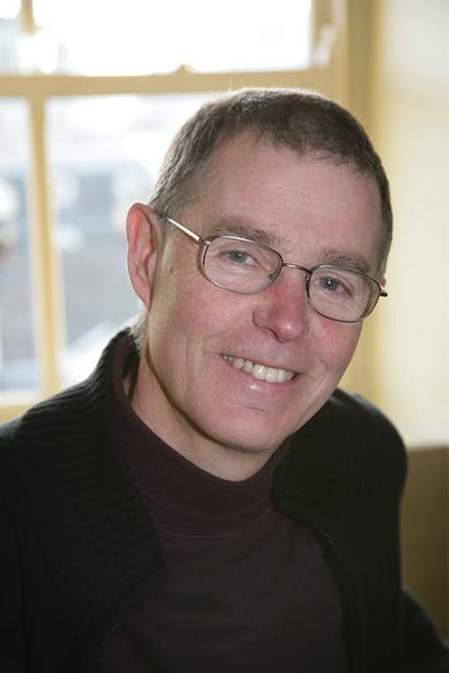 Tác giả Tony Mitton, sinh năm 1951. Ảnh: David Higham Associates.