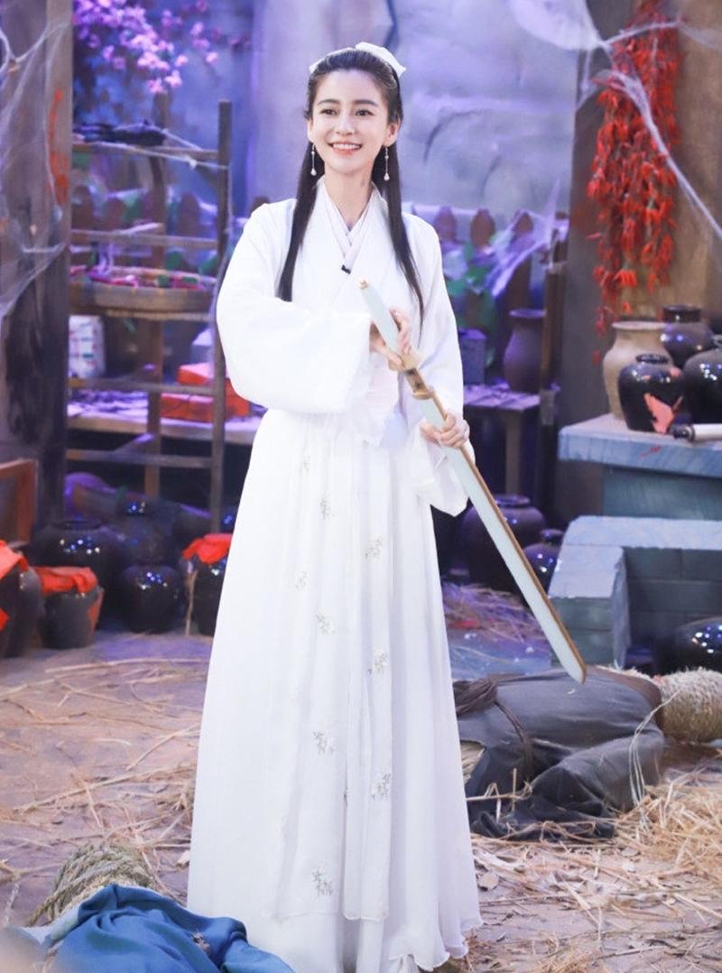 Angelababy trong tạo hình Tiểu Long Nữ. Ảnh: Sina.