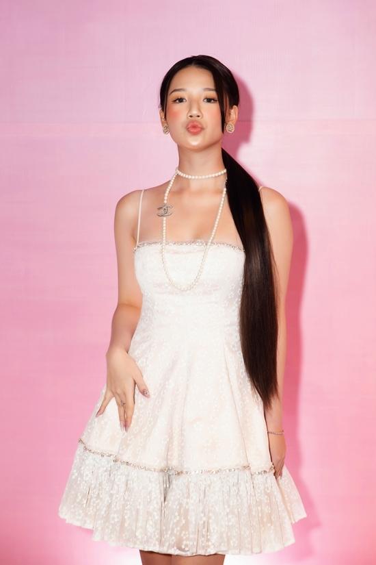 Amee có phong cách hát nũng nịu, trong trẻo phù hợp lứa tuổi teen.