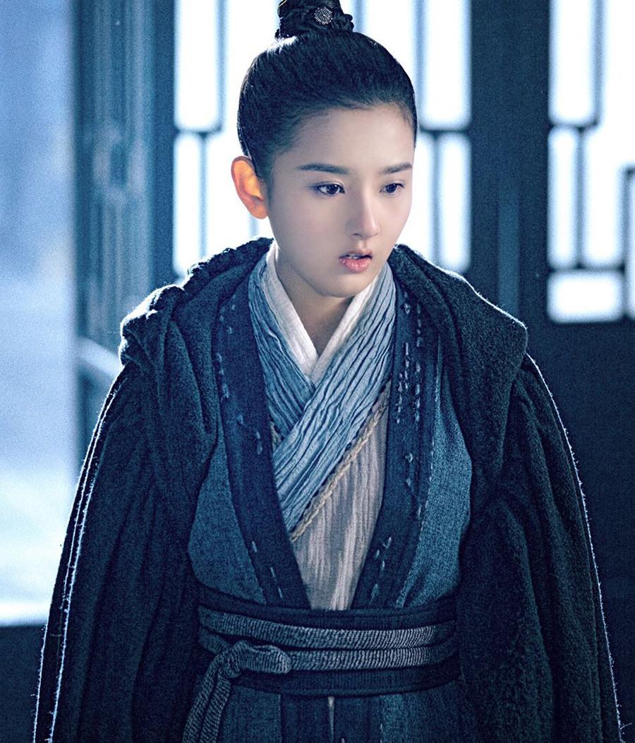 Theo Sina, Triệu Lộ Tư có gương mặt đẹp, phù hợp tạo hình cổ trang cùng diễn xuất linh động.