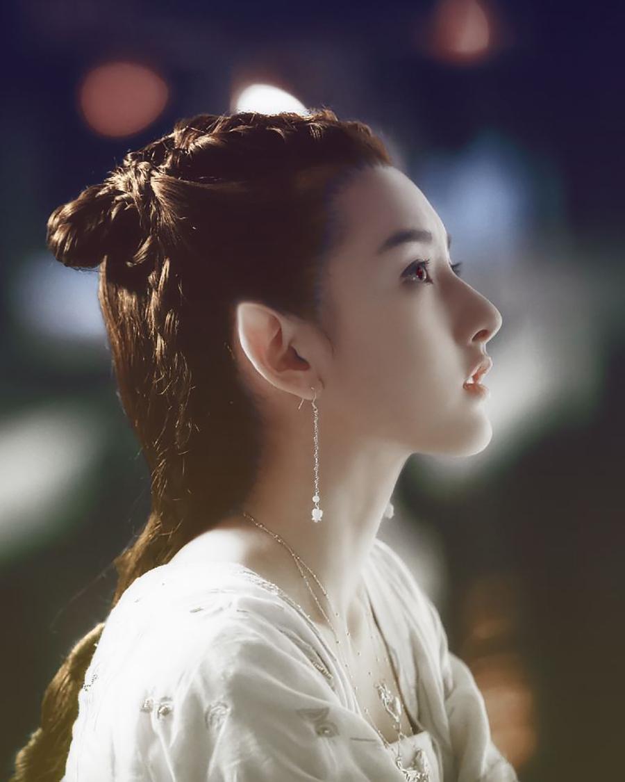 QQ nhận định: Giống Trương Bá Chi lại mang nét của Lưu Diệc Phi, Tống Tổ Nhi là người đẹp chuẩn mực mới của showbiz.