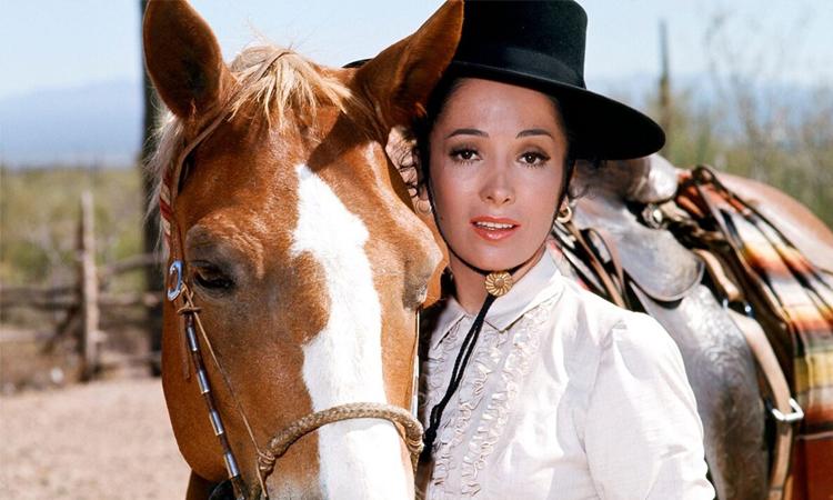 Linda Cristal trong The High Chaparral. Ảnh: NBC Universal.