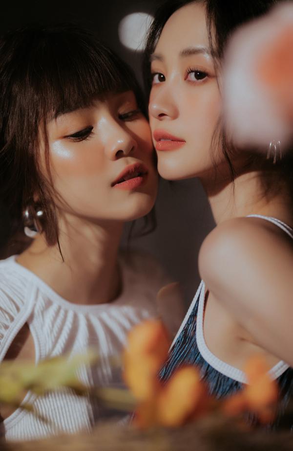 Hoàng Yến Chibi và Jun Vũ đều sinh năm 1995, gốc Hà Nội nên có những sở thích và tính cách tương đồng.