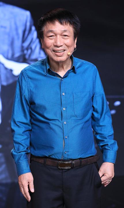 Nhạc sĩ Phú Quang tham gia chương trình Ký ức vui vẻ hồi cuối năm ngoái. Ảnh: Đông Tây Promotion.