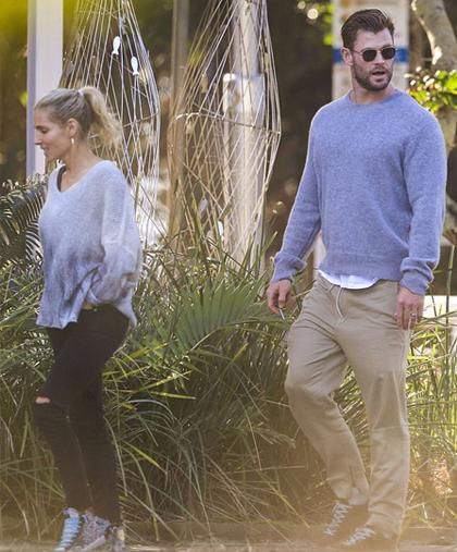 Vợ chồng tài tử Chris Hemsworth tới dự bữa trưa cùng em trai. Liam tìm đến gia đình anh trai làm chỗ dựa tinh thần sau khi ly dị Miley Cyrus. Trong quãng thời gian ở Australia, họ thường cùng nhau đi du lịch, lướt sóng.