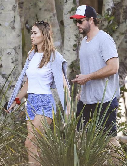 Ngày 3/7, cặp sao tới một nhà hàng ở vịnh Byron dùng bữa. Hai người ăn mặc theo phong cách casual thoải mái, tiện dụng. Liam chọn quần ngố, áo cộc tay. Bạn gái Gabriella mặc quần denim ngắn cùng áo nỉ và áo phông.