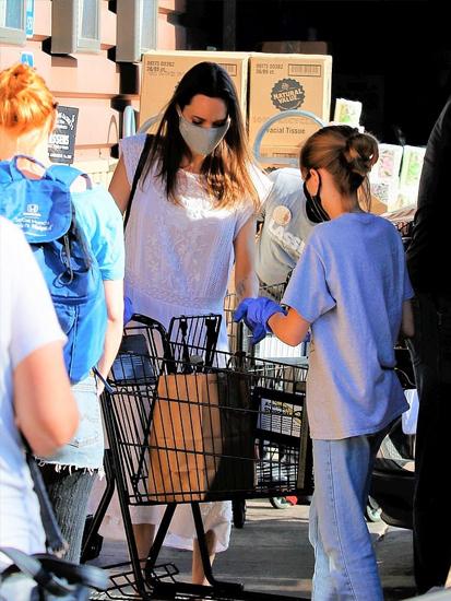 Vivienne rất thích cùng mẹ ra ngoài mua sắm.
