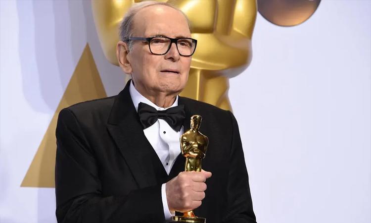 Ennio Morricone đoạt tượng vàng Oscar đầu tiên năm 2015 với phim The Hateful Eight. Ảnh: The Academy.