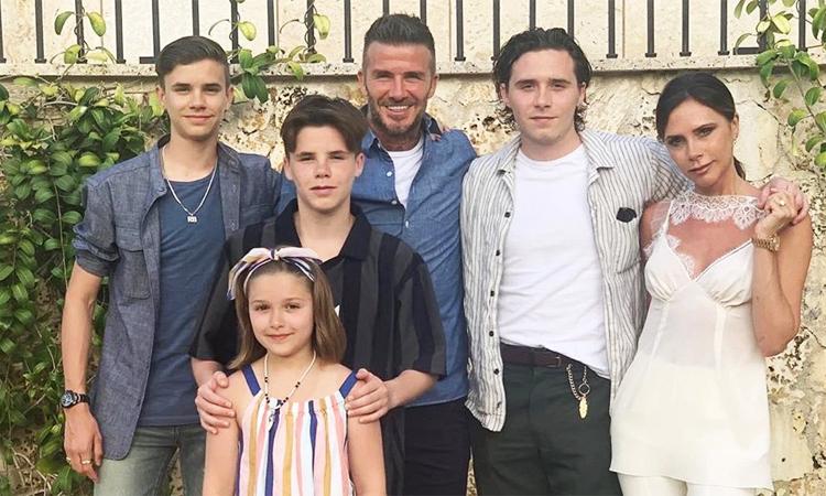 Vợ chồng Victoria Beckham và các con. Ảnh: Instagram.