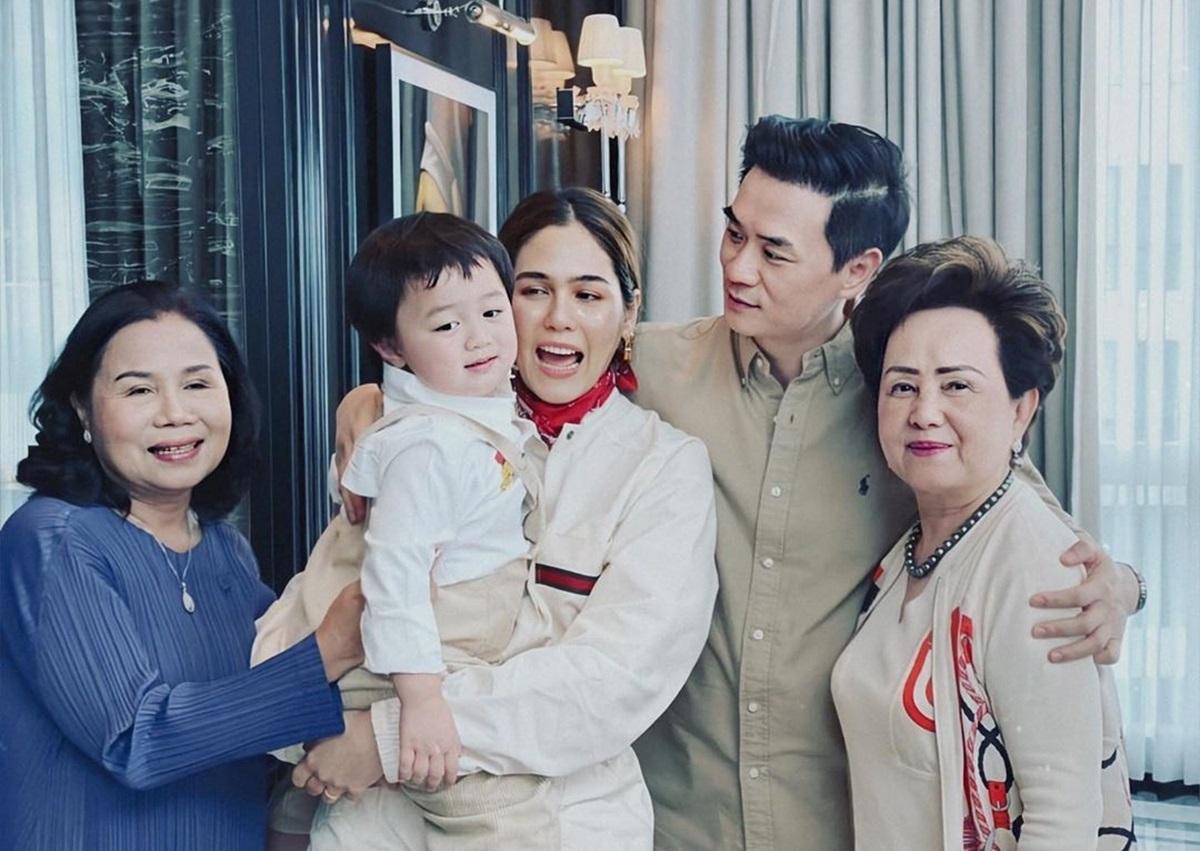 Today Line đăng ảnh Chompoo đón tuổi 39 bên chồng và hai mẹ. Lễ kỷ niệm đơn giản nhưng ấm cúng, trang này viết.
