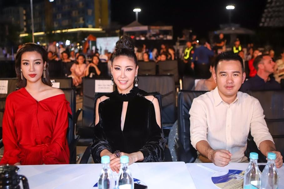 Từ trái sang: Hoa hậu Mỹ Linh, Hà Kiều Anh và Lê Thanh Hòa ngồi ghế nóng cuộc thi năm 2018.