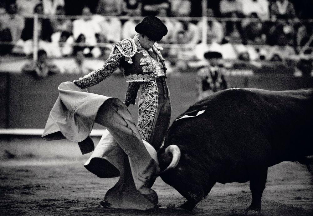 Áo khoác bolero là trang phục đặc trưng của đấu sĩ bò tót. Ảnh: Carlos Cazalis