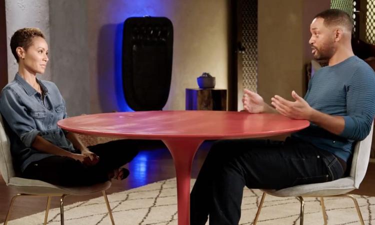 Vợ chồng Will Smith trên chương trình Red Talk Table hôm 10/7. Ảnh: Facebook.