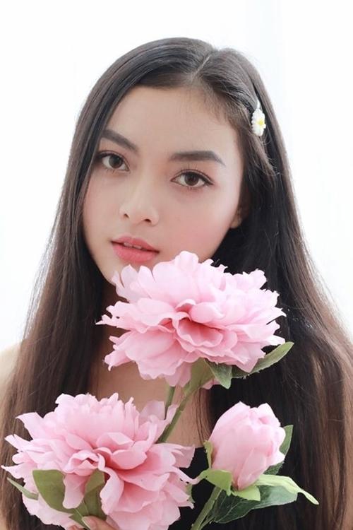 Cô sinh viên khoa Báo chí cũng là một hot girl nổi tiếng trên mạng xã hội.