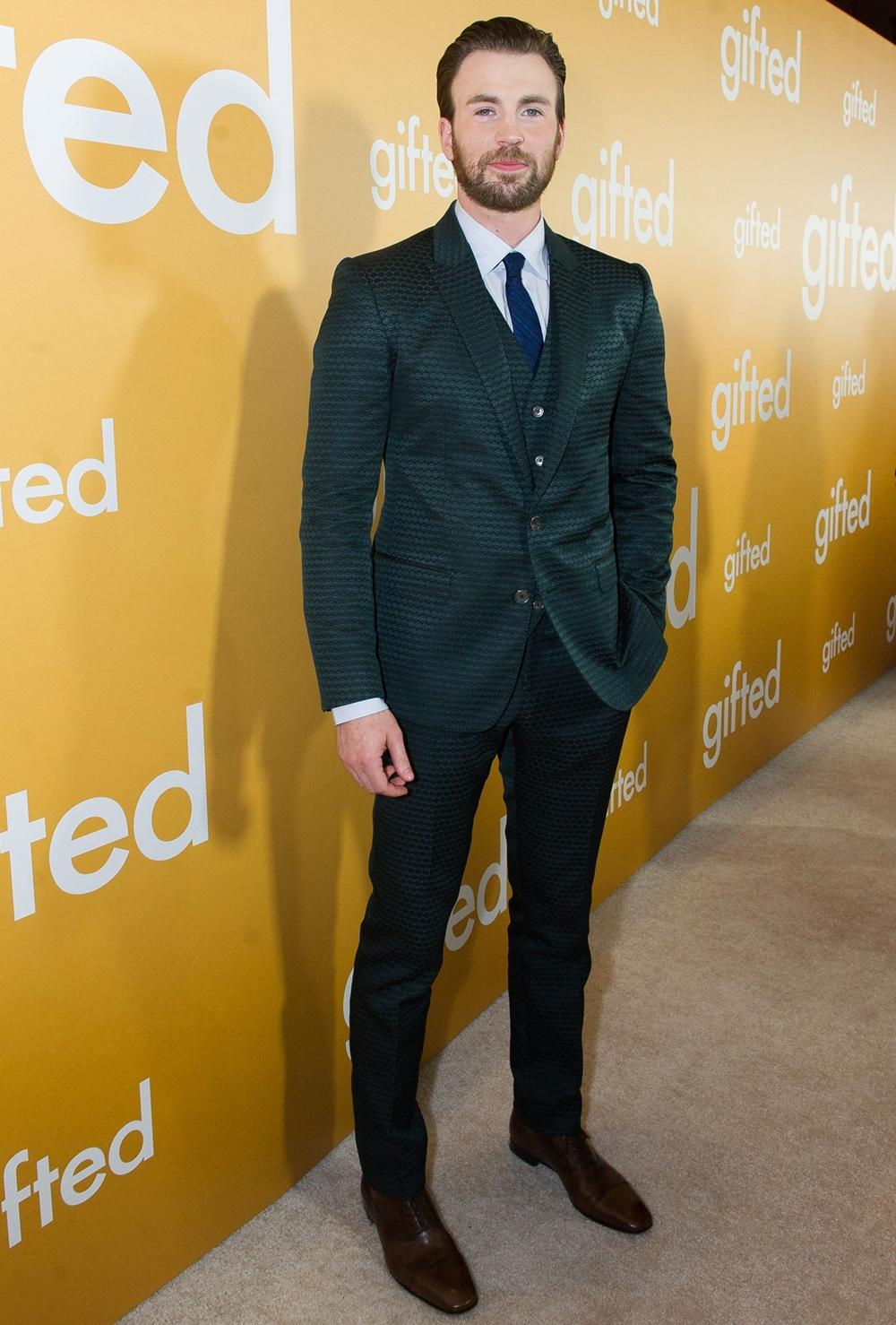 Trong ngày công chiếu phim Gifted ở Los Angeles (Mỹ) năm 2017, Evans thu hút với suits ba mảnh của Dolce&Gabbana, mix giày Christian Louboutin.