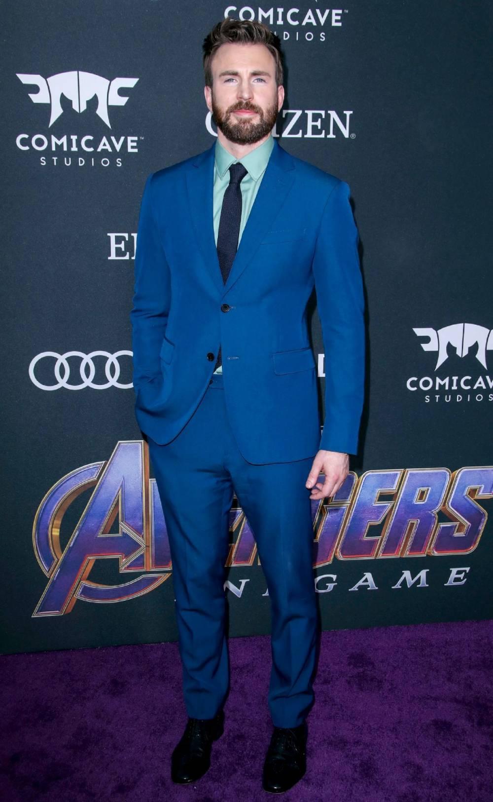 Tại buổi công chiếu Avengers Endgame World tháng 4/2019, Evans chọn thiết kế xanh hải quân của nhà mốt Salvatore Ferragamo, kết hợp giày da Christian Louboutin.
