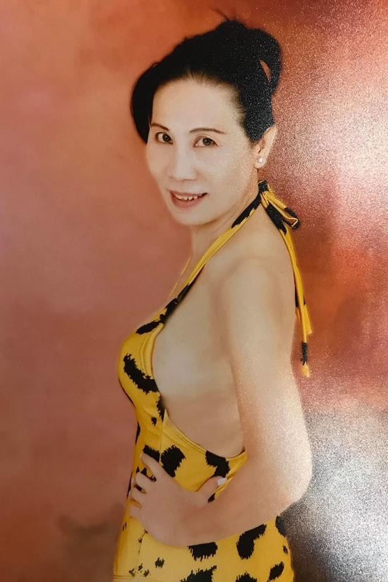 Chị Trần Bích Nga nộp hồ sơ qua đường bưu điện. Ảnh: Hoa hậu Việt Nam.