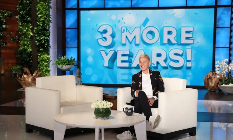 Ellen Generes ký hợp đồng ba năm với hãng Warner Bros. cho chương trình talkshow của cô hồi tháng 5/2019. Ảnh: WB.