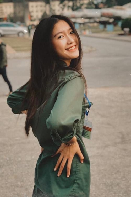 Nhan sắc đời thường của nữ sinh khi học quân sự ở trường.