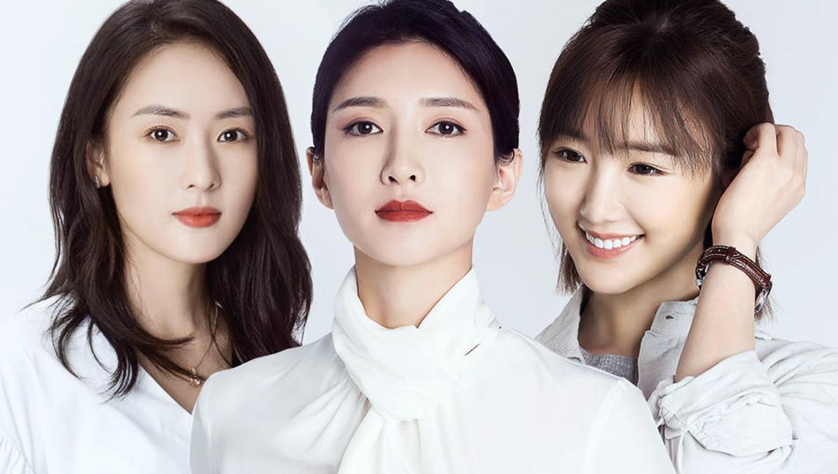 Trên Sina, nhiều khán giả mong ba nhân vật chính nên sống một mình, cứ xinh đẹp và mạnh mẽ đương đầu khó khăn. Từ trái qua: diễn viên Đồng Dao, Giang Sơ Ảnh và Mao Hiểu Đồng. Ảnh: Weibo.