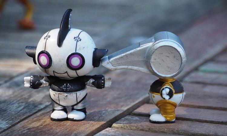 Tạo hình mới của đội robot Rotten được nhiều nhà phê bình khen ngợi. Ảnh: Warner Bros.