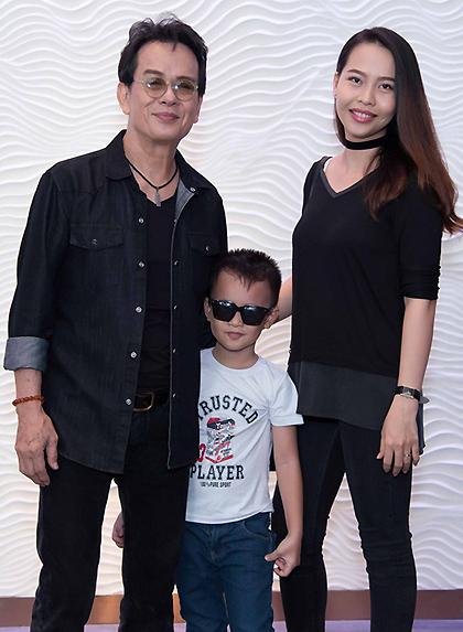 Đức Huy bên vợ - chị Huỳnh Thư - và con trai Vinh Sơn. Ảnh: Nhân vật cung cấp.