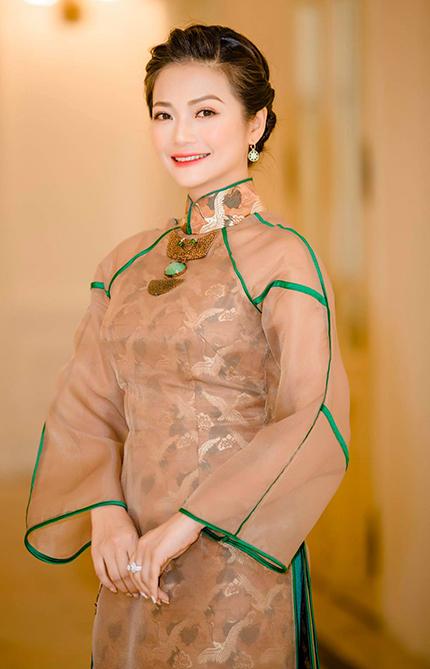 Diễn viên Kiều Anh ở buổi lễ nhận danh hiệu Nghệ sĩ Ưu tú hồi tháng 8 năm ngoái. Ảnh: HN.