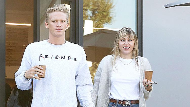 Ít giờ trước khi phát hành MV, nguồn tin thân cận với Miley Cyrus tiết lộ ca sĩ đã chia tay bạn trai Cody Simpson vài tuần trước. Hai người hẹn hò từ tháng 10 năm ngoái. Ban đầu, nữ ca sĩ cho biết chỉ tìm kiếm một mối tình qua đường, vui vẻ thể xác. Tuy nhiên, cô sau đó nhiều lần đưa bạn trai ra mắt gia đình, người thân. Thời gian qua, hai người tránh dịch tại biệt thự của Miley Cyrus tại California.Sau khi chia tay, Cody Simpson vẫn chúc mừng ca khúc mới của tình cũ trên Instagram. Miley cho biết hai người đã làm bạn 10 năm nay và tiếp tục giữ quan hệ này.