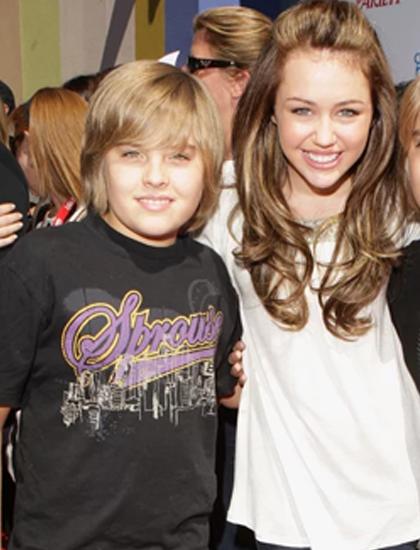 Dylan Sprouse - ngôi sao series The Suite Life of Zack and Cody - từng tiết lộ hẹn hò với Miley Cyrus khi họ mới 11 tuổi. Hai người quen trên phim trường của Disney. Tuy nhiên, mối tình nhanh chóng kết thúc sau khi Miley quen Nick Jonas.
