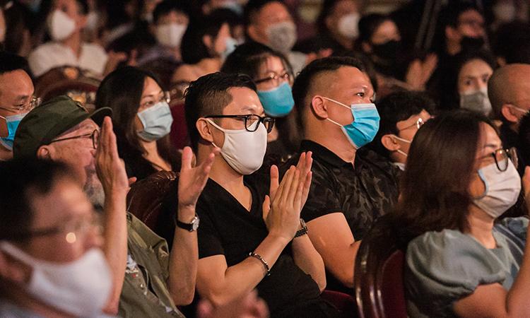 Toàn bộ khán giả đều tuân thủ quy định phòng dịch của ban tổ chức.