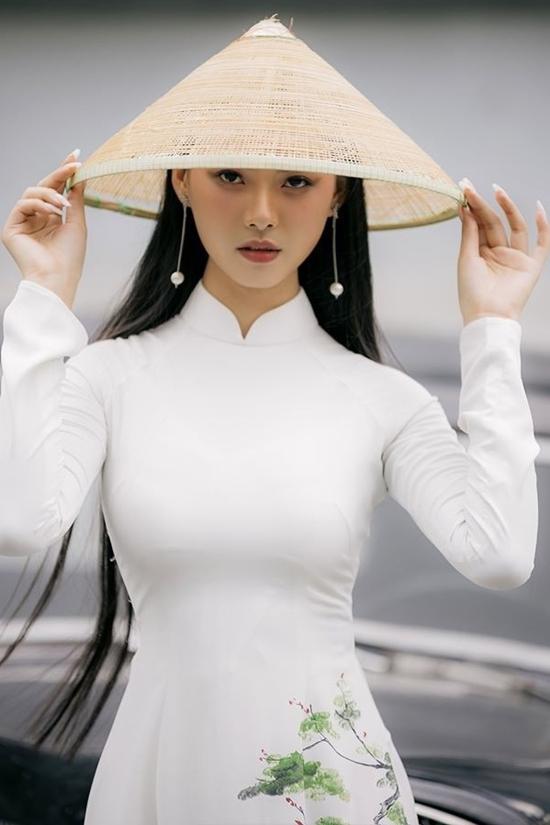 Thùy Dương có mái tóc dài qua eo. Ảnh: Hoa hậu Việt Nam.