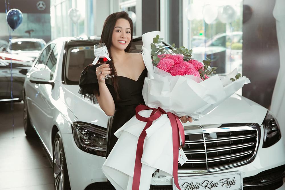 Nhật Kim Anh mua ôtô mới nhân sinh nhật lần thứ 35. Ảnh: Hoàng Anh cung cấp.