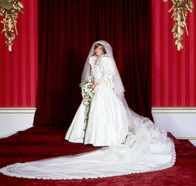 Công nương Diana diện váy cưới dài gần 8 m. Ảnh: PA Images.