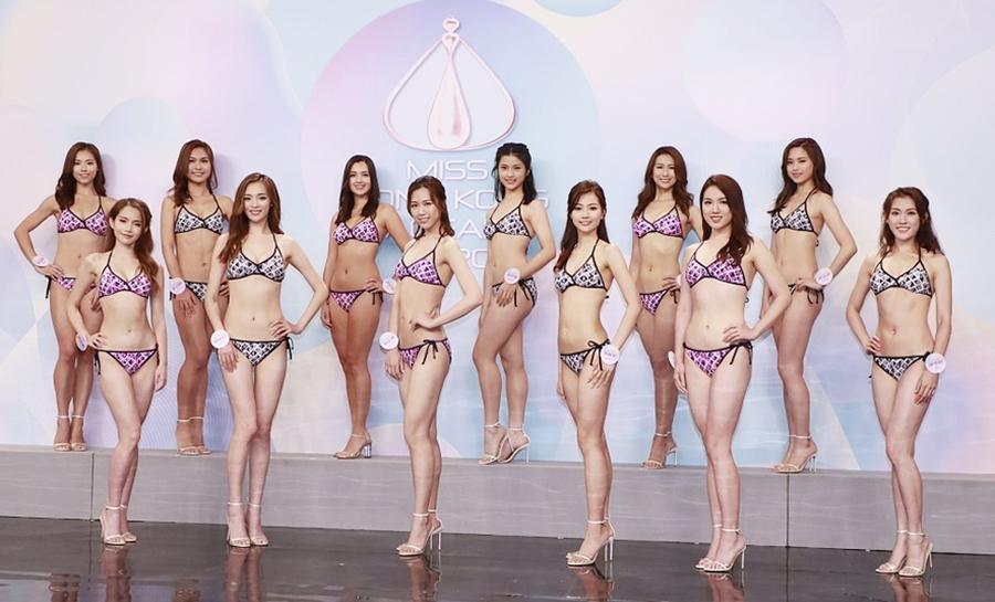 Tối 24/8, Top 12 Hoa hậu Hong Kong trình diễn phần thi áo tắm tại TV Broadcasting City. Hai thí sinh Nguyên Phỉ Nhiên và La Tuyết Nghiên bị loại, 10 người đẹp còn lại bước vào đêm chung kết.
