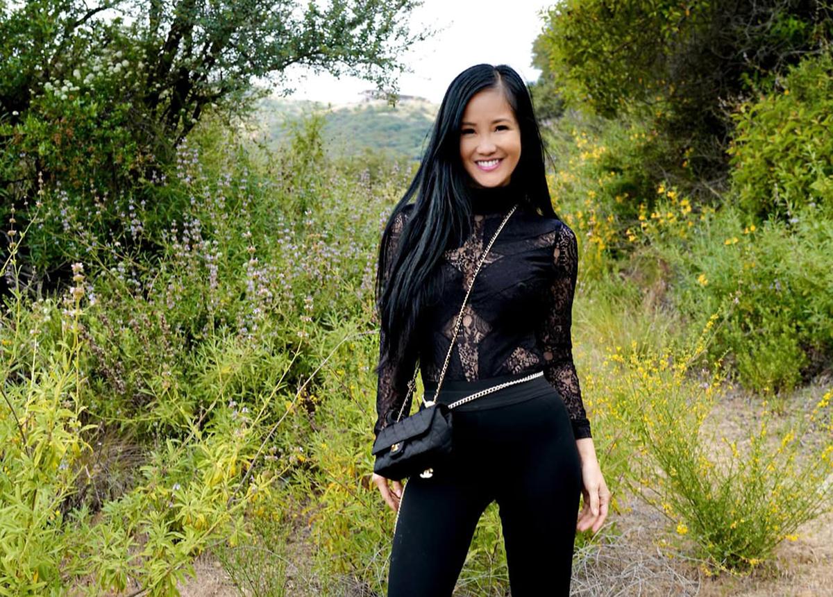 Hồng Nhung được khen trẻ hơn tuổi 50. Chị hướng đến lối sống lành mạnh, gần gũi với thiên nhiên. Ảnh: Nhân vật cung cấp.