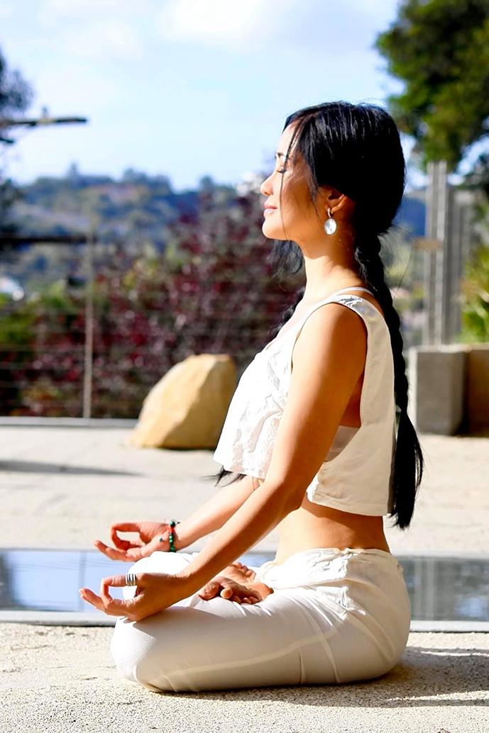 Thời gian tránh dịch, Hồng Nhung vẫn giữ thói quen tập yoga 60 - 90 phút mỗi ngày để duy trì vóc dáng và tinh thần. Ảnh: Nhân vật cung cấp.
