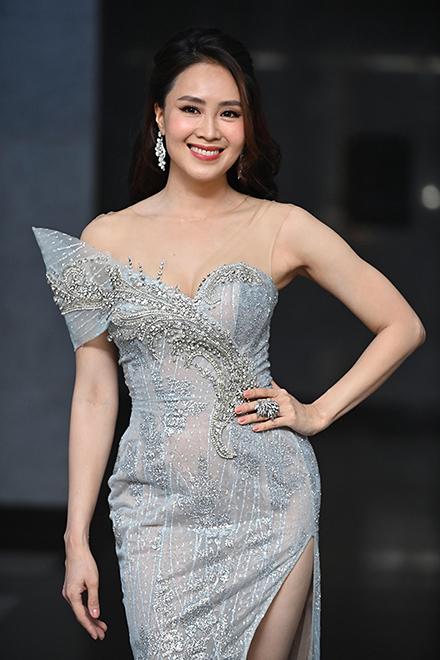 Diễn viên Hồng Diễm trên thảm đỏ lễ trao giải VTV Awards. Ảnh: Giang Huy.